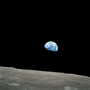 300px-NASA-Apollo8-Dec24-Earthrise